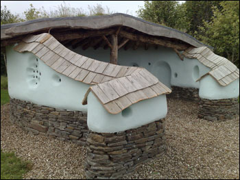 Cob courtyard house example pic